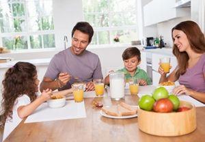 1463995024_familia-desayunando