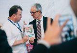 +Brócoli dona los primeros 1.000 euros de los ingresos de su libro a la AECC