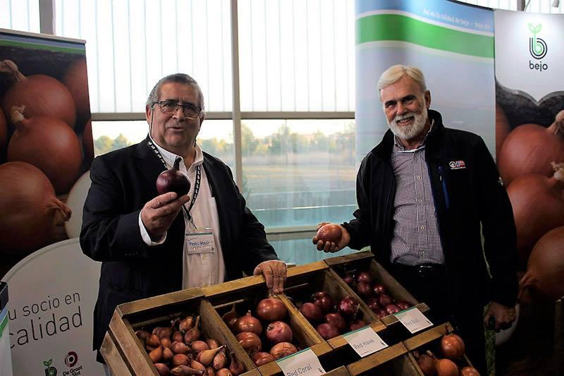 José Marín Rodriguez y Pedro Mª Jurado stand cebolla bejo iom 2017