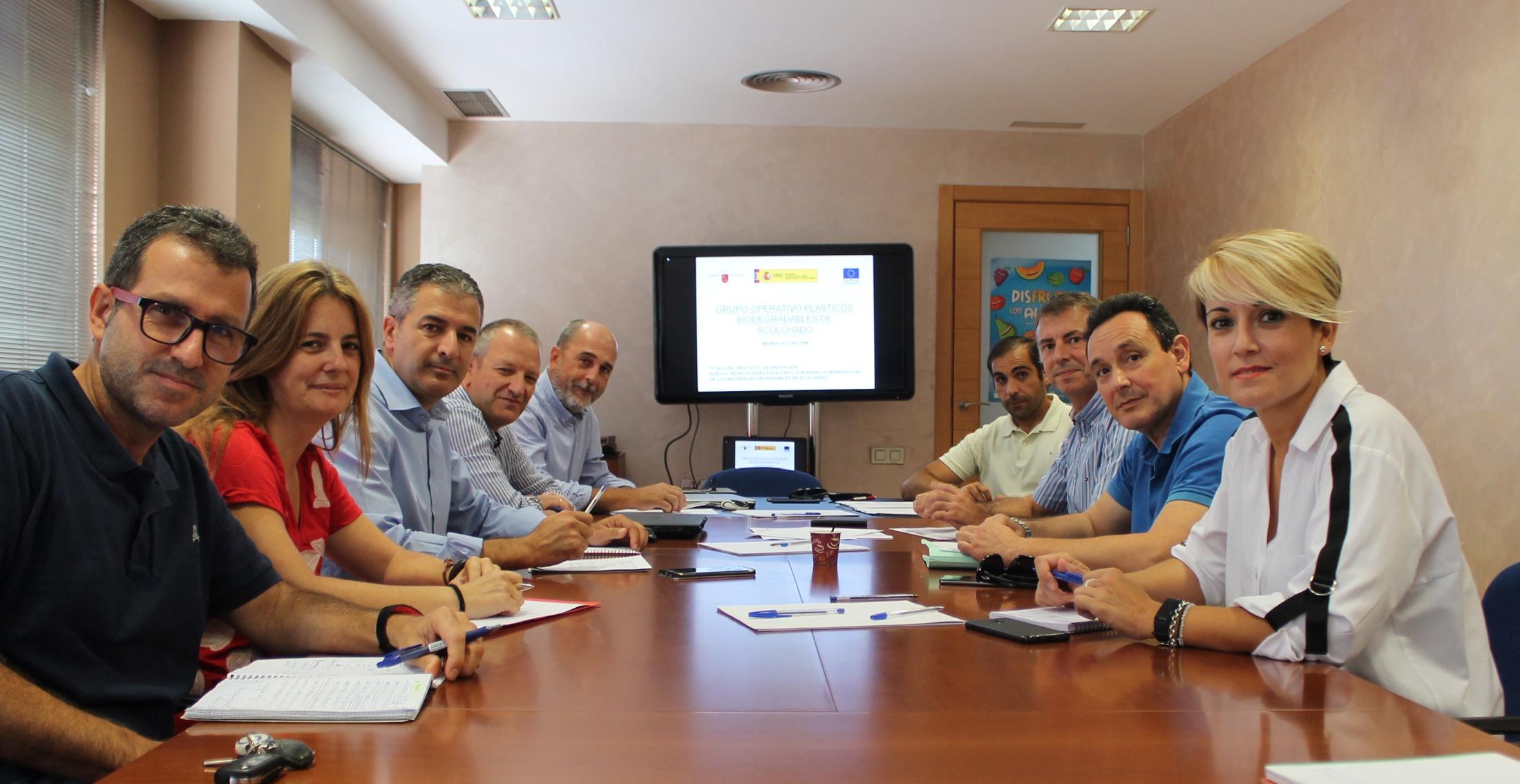 Reunión de los integrantes del Grupo Operativo de Acolchados Biodegradables (ACBD) - proexport