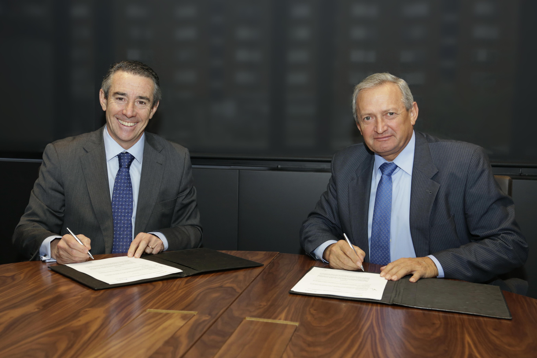 firma acuerdo caixabanc y cooperativas agro alimentarias