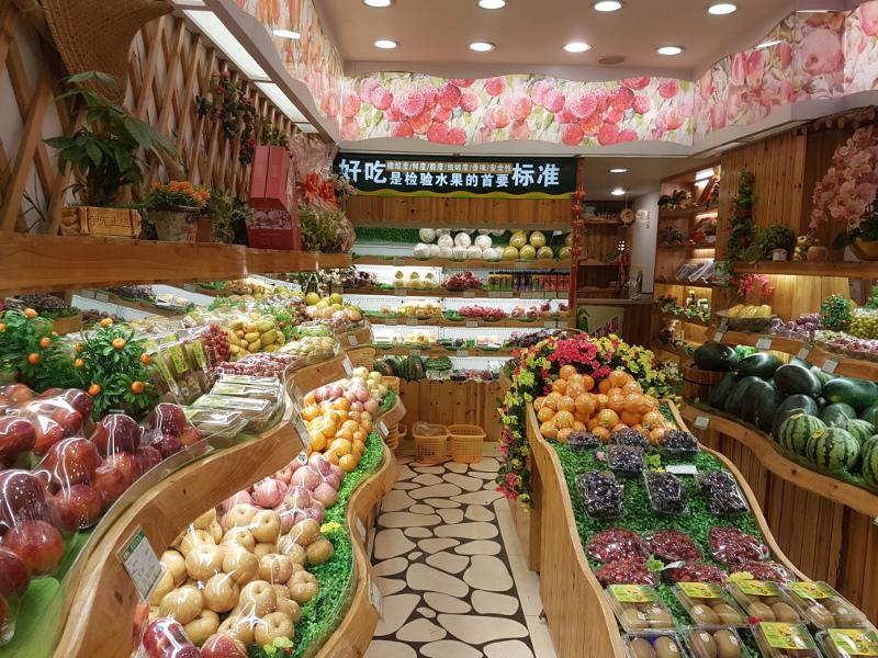 Tienda de frutas en mercado chino