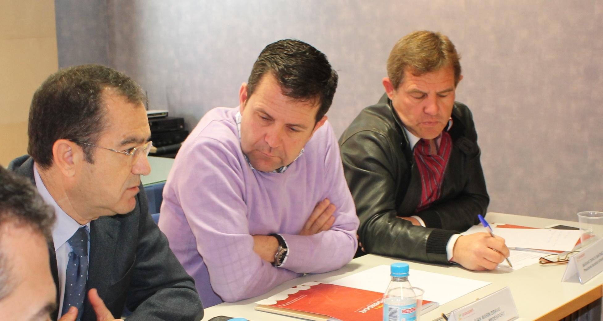 José García Gómez (presidente de Agrupal), Juan Marín Bravo (presidente de Proexport) y Mariano Zapata (presidente Sectorial Alhóndigas de Proexport)