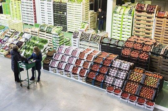 Puesto de venta-mercat central de frutas Mercabarna