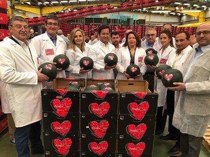 inauguracion campaña sandia fashion en indasol visita consejera agricultura carmen crespo