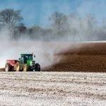 proyecto Nutriman tractor tierra campo